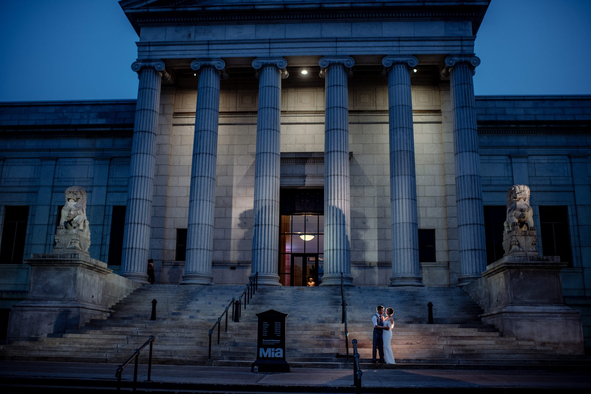 recommended Minneapolis Institute of Art wedding photography at night