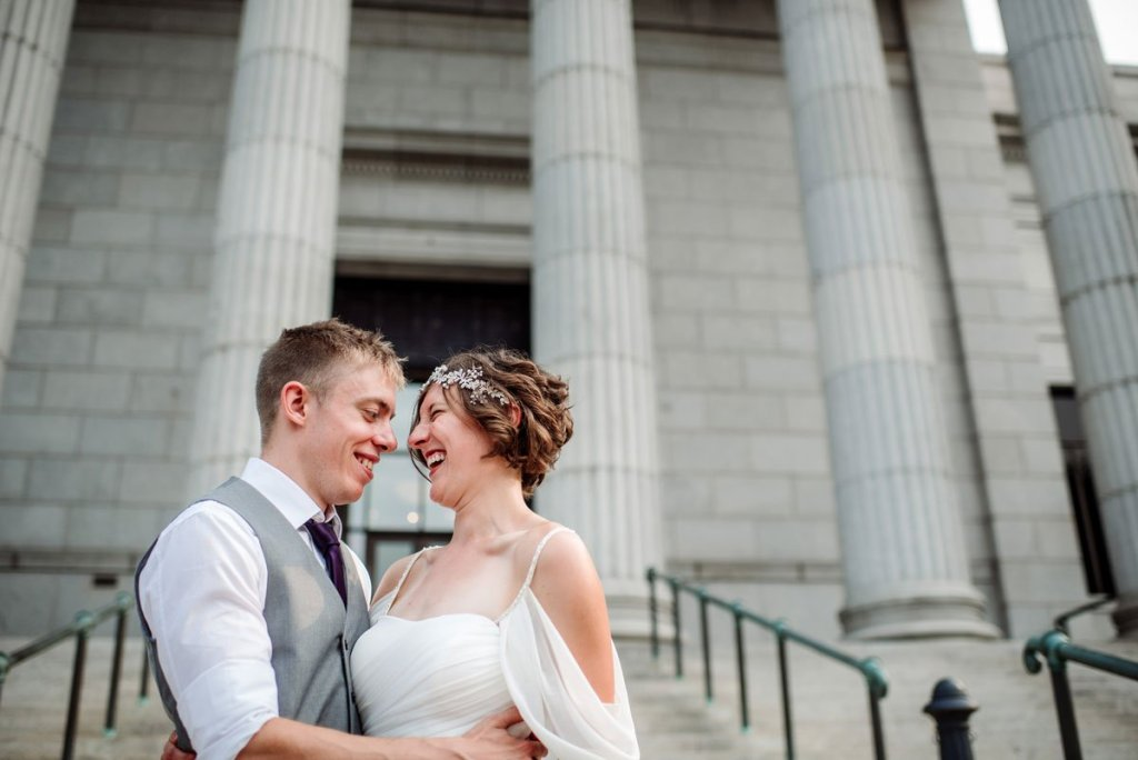 couple on stairs of Minneapolis Institute of Art