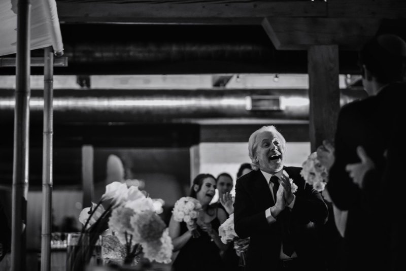 rabbi singing during ketibah signing at minneapolis event center