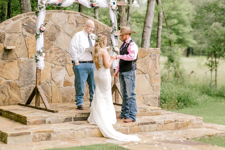 Sweet and Simple Spring Wedding (Tyler, Texas) | Becca Sue Photography www.beccasuephotography.com