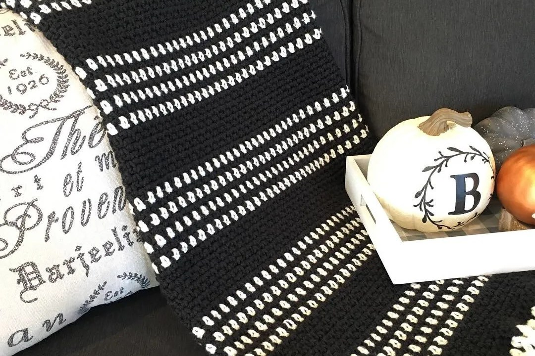 Monochrome Moss Stitch Blanket