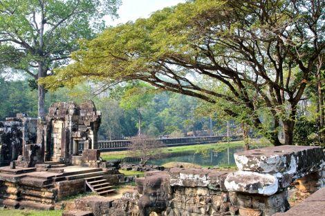 Ruiner längs med den 350 meter långa Elefantterassen.
