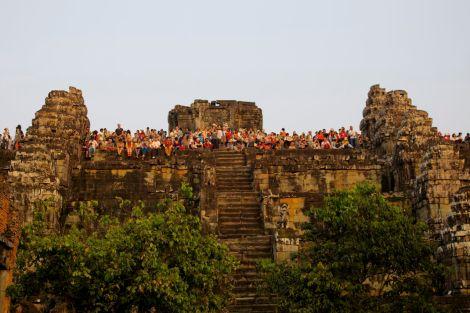 Folkmassan på templet nedanför kullen. Det är kul med människor, men för mycket folk kan verkligen förta det fantastiska ur en upplevelse.