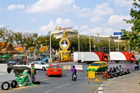 En av vägspärrarna i närheten av Democracy Monument