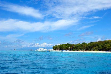 Dagens divesites vid ön Balacasag var heeeelt otroliga. Så var också ön i sig. Perfekt getaway. Det fanns några små bungalows längs stranden.