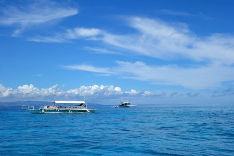 Vi delade våra dyk med två andra båtar, med 4-6 personer på varje. Lite skillnad från det myller av dykare i vattnen utanför Koh Tao. Här såg vi en av grupperna under vatten, en gång och de andra såg vi bara bubblor från när vi var vid ytan.