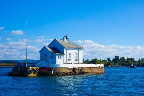 Bästa bygget i fjorden! Den lilla restaurangen kan bokas av sällskap. Transport ut ingår naturligtvis.