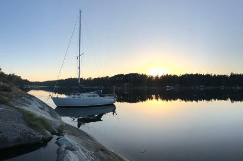 Segelbåt i solnedgång