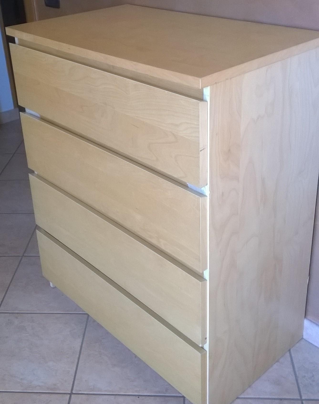 Rivestire i mobili con carta adesiva