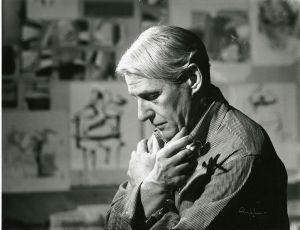 Willem de Kooning in his studio (1961).
