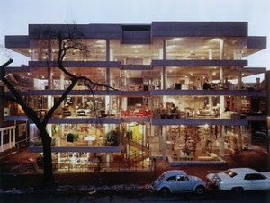 Benjamin Thompson designed this building to house his company, Design Research, which went bankrupt in the 1970s.