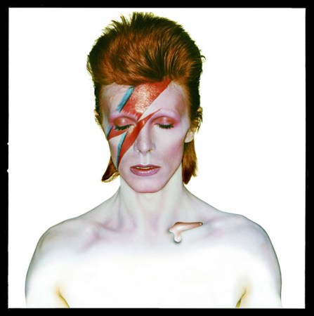 David-Bowie-Aladdin-Sane-1973-by-Brian-Duffy