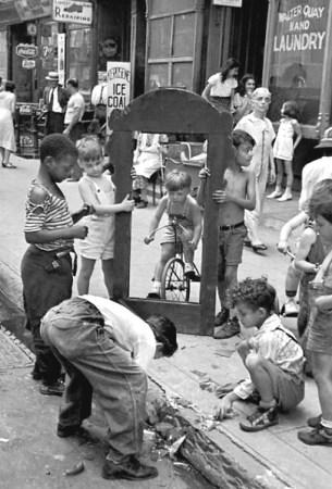 helen levitt kids with frame