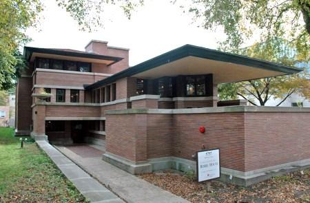 Robie House (1909). Architect: Frank Lloyd Wright. Location: Chicago, Illinois.