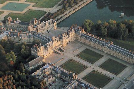 An aerial view of the Château de Fontainebleau.