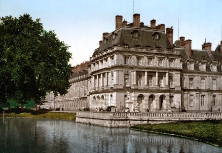 Ange-Jacques Gabriel designed the Gros Pavilion at the end of the Louis XV wing of the Château de Fontainebleau.