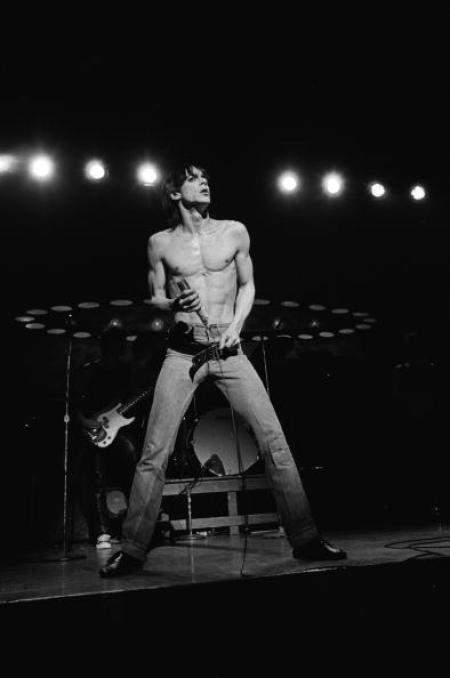 Iggy Pop Performs Live