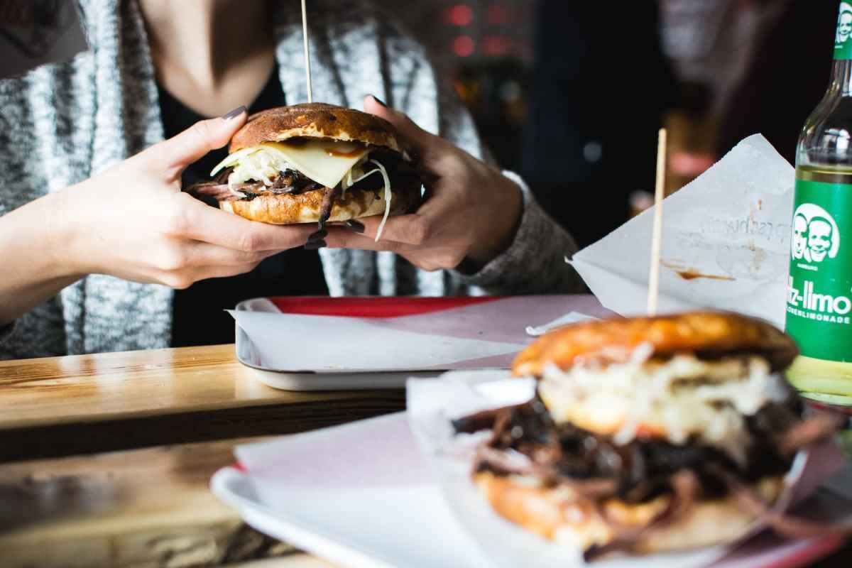 foodiesfeed-com_pulled-pork-burger.jpg