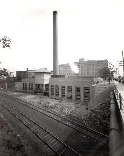 A power plant was located on the east side of Euclid Ave. next to the North Building. It provided light, heat, power, refrigeration and compressed air to the buildings of the Medical School, as well as Barnes Hospital and Children's Hospital.