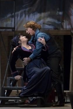 Patricia Racette (Tosca) and Roberto Alagna (Cavaradossi) © Marty Sohl/Metropolitan Opera