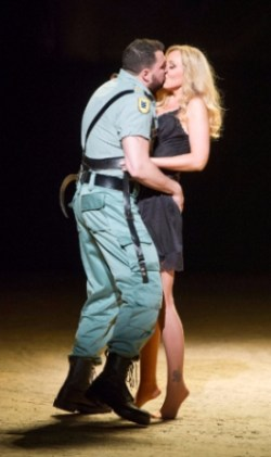Eric Cutler (Don José) and Justina Gringyte (Carmen) © Alastair Muir