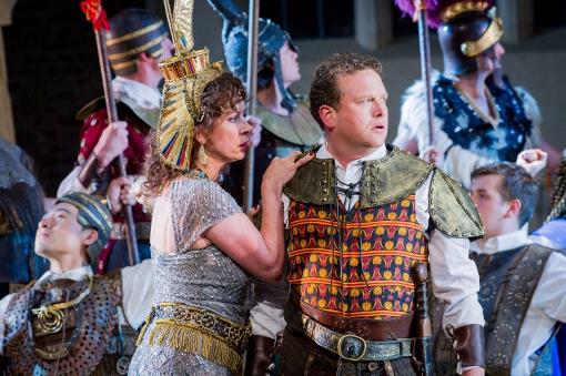 Heather Shipp (Amneris) and Peter Auty (Radamès) © Robert Workman