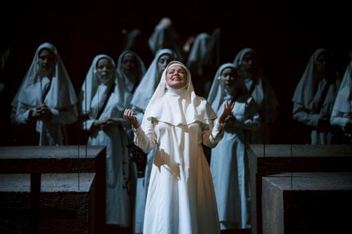 Anna Netrebko (Leonora) © Charles Duprat | Opéra National de Paris