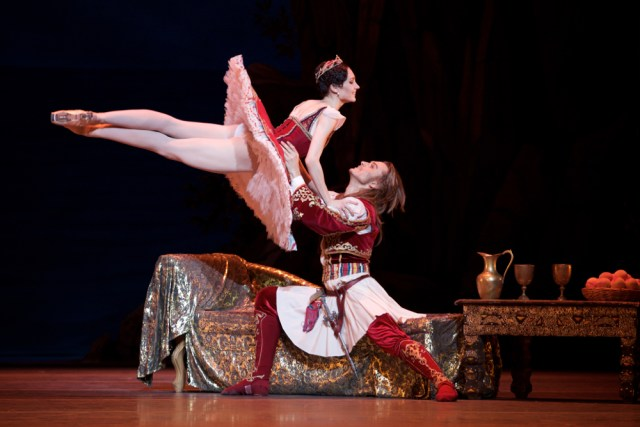 Yulia Stepanova (Medora) and Denis Rodkin (Conrad) © Alice Pennefather
