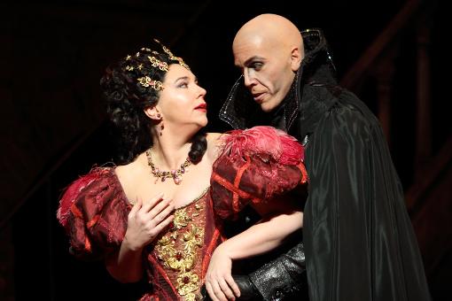 Christine Rice (Giulietta) and Thomas Hampson (Dappertutto) © ROH | Catherine Ashmore