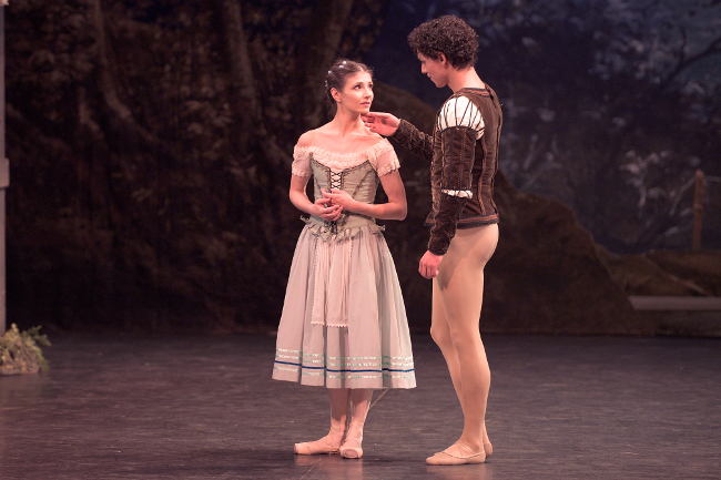 Ethereal Alina Cojocaru a heartbreaking Giselle for ...