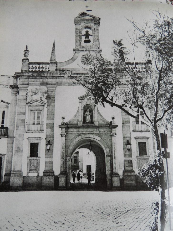 Gate to Cidade Velha