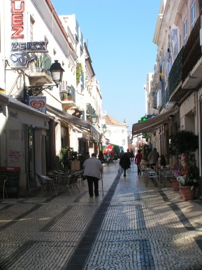 also known as Rua das Lojas