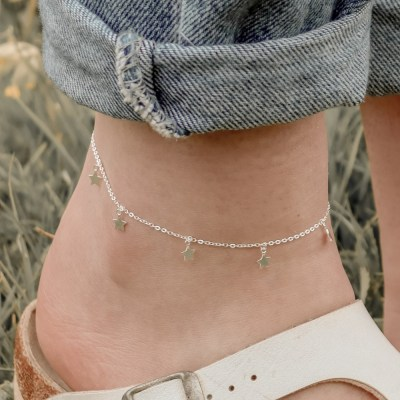 Channel the 90s with our sterling silver Star Anklet