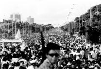 Cortejo fúnebre de Tancredo em 1985. Duda Bentes/Ágil Fotojornalismo
