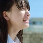 レノアハピネスのCMで浜辺で叫ぶ可愛い女子高生は誰?曲名と歌手も!