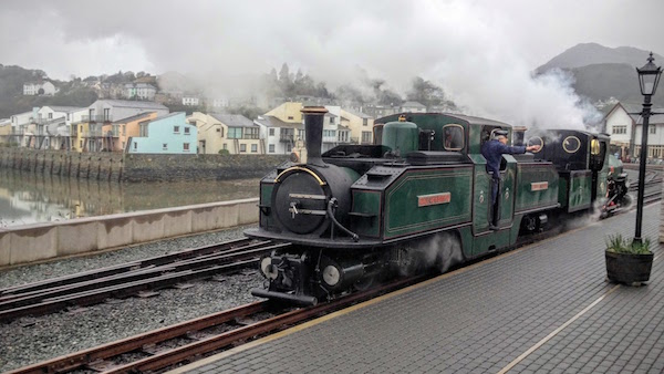 Ffestiniog Railway's Earl of Meirioneth at Porthmadog train station