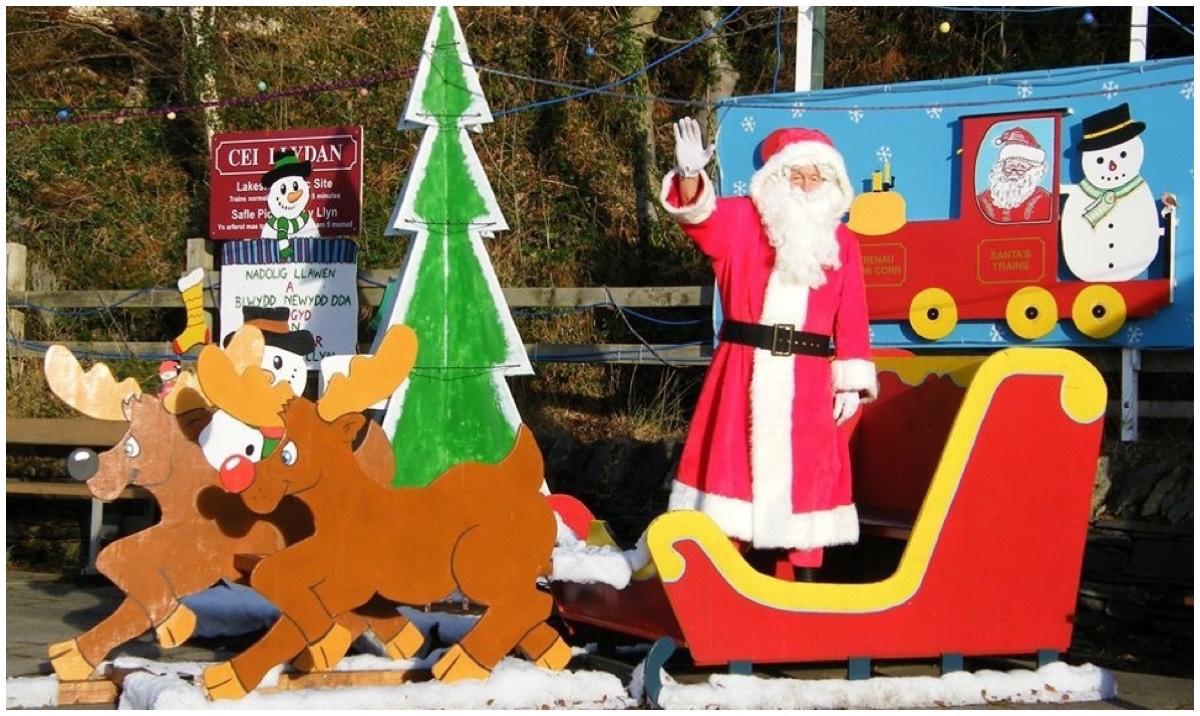 Santa and his reindeer at Cei Llydan station