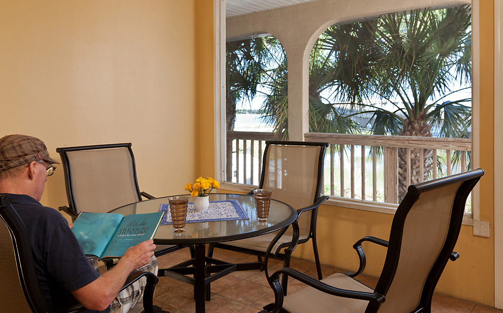 Relaxing Screened Porch with Intracoastal View