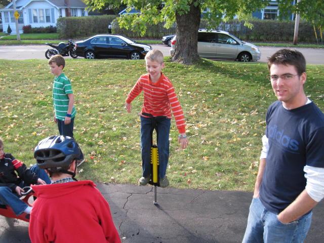 Evan, the no-handed pogo stick jumper