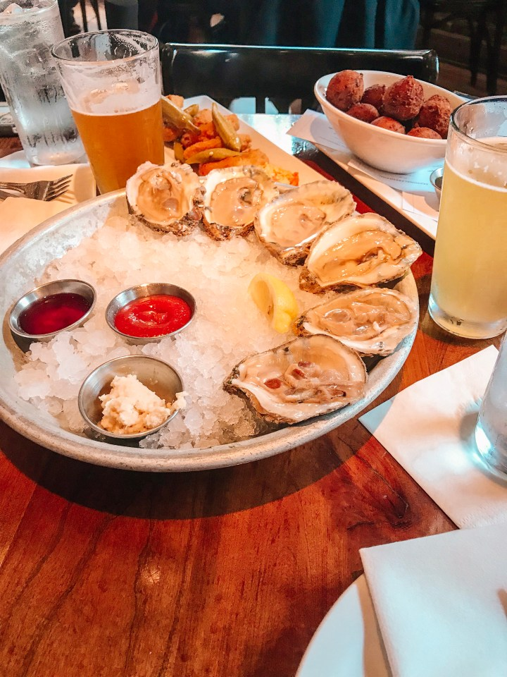 Looking for things to do in Charleston, South Carolina? From seafood and more. Check out these 11 things that you'll want to do during a trip to Charleston.