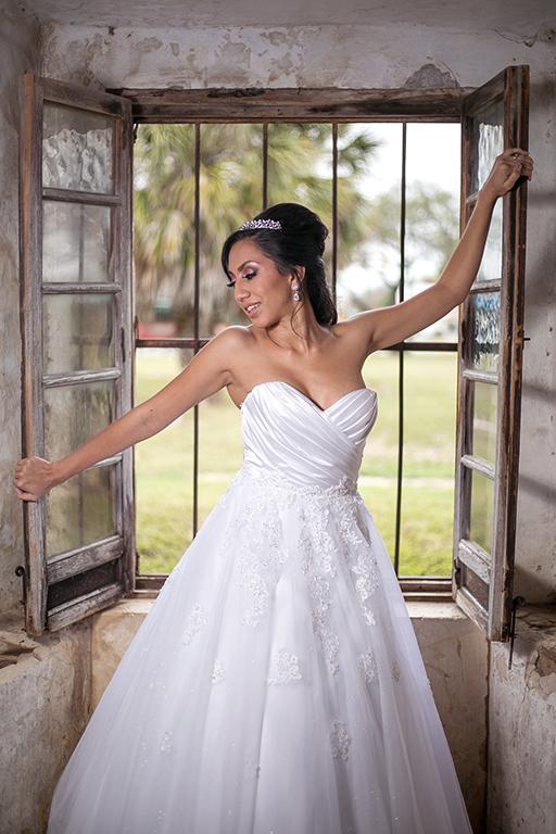window bridal pose san antonio