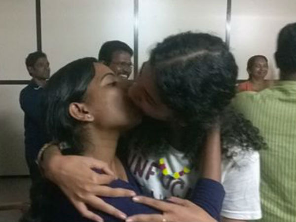 Kiss of love protesters kissing under police custody -2