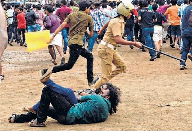 Kiss of love protesters on ground during police lathi charge -2