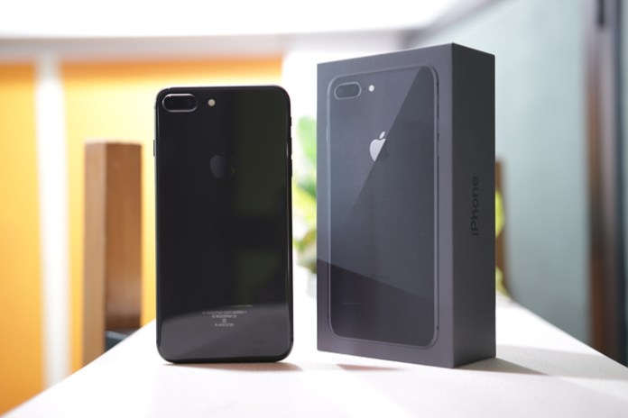 Apple Iphone 8 Plus Review Evolution Over Revolution Beebom