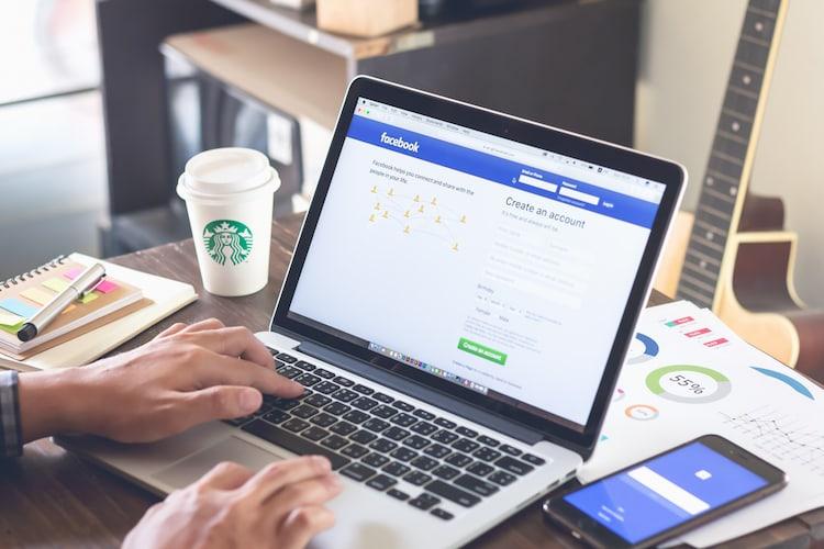 """Facebook fordert die Benutzer nun auf, ihre Namen bei der Anmeldung """"gemäß Aadhaar"""" einzugeben"""