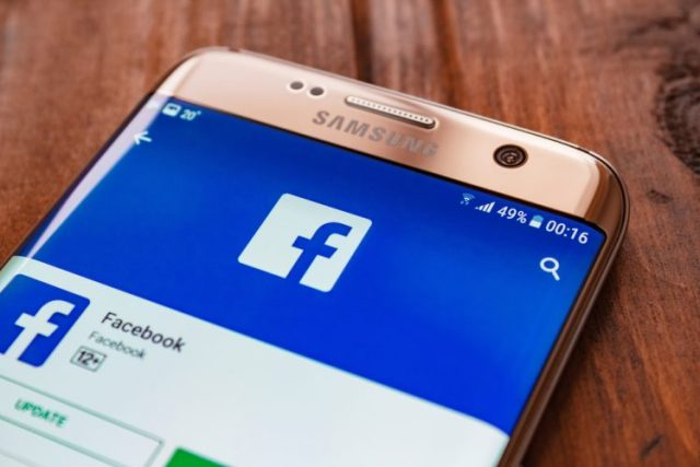 facebook beta testing mention suggestions, messenger sharing in comments