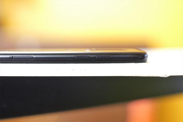 Samsung Galaxy A6 Plus left