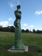 Henry Moore Sculpture Upright motive No 9 1979