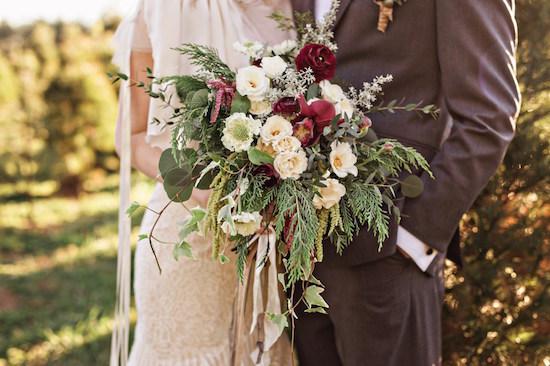 winter-barn-wedding-inspiration-bouquet