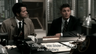 """Dean đành tiếp tục chữa cháy, """"Quỷ, anh biết đó: rượu chè, mại dâm... Trong lòng chúng ta đều có quỷ mà"""""""